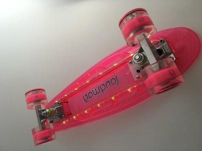 Mini Skateboard transparent pink mit LED Licht und Leuchtrollen